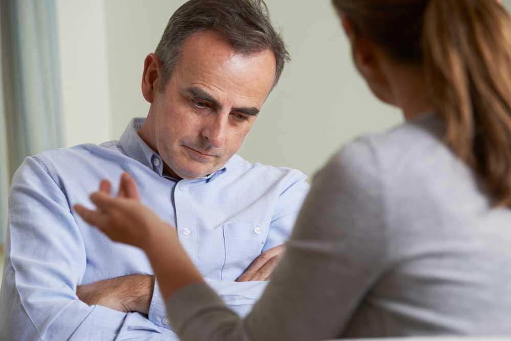 medarbejder til samtale om misbrug