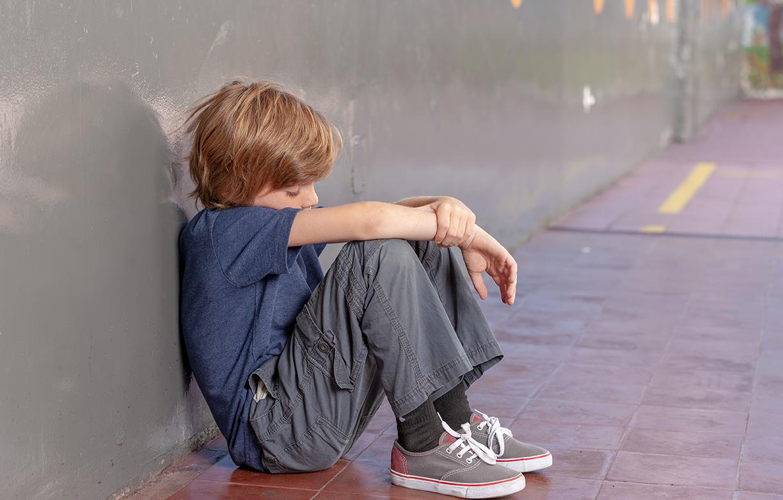 Ensom dreng fra misbrugsfamilie