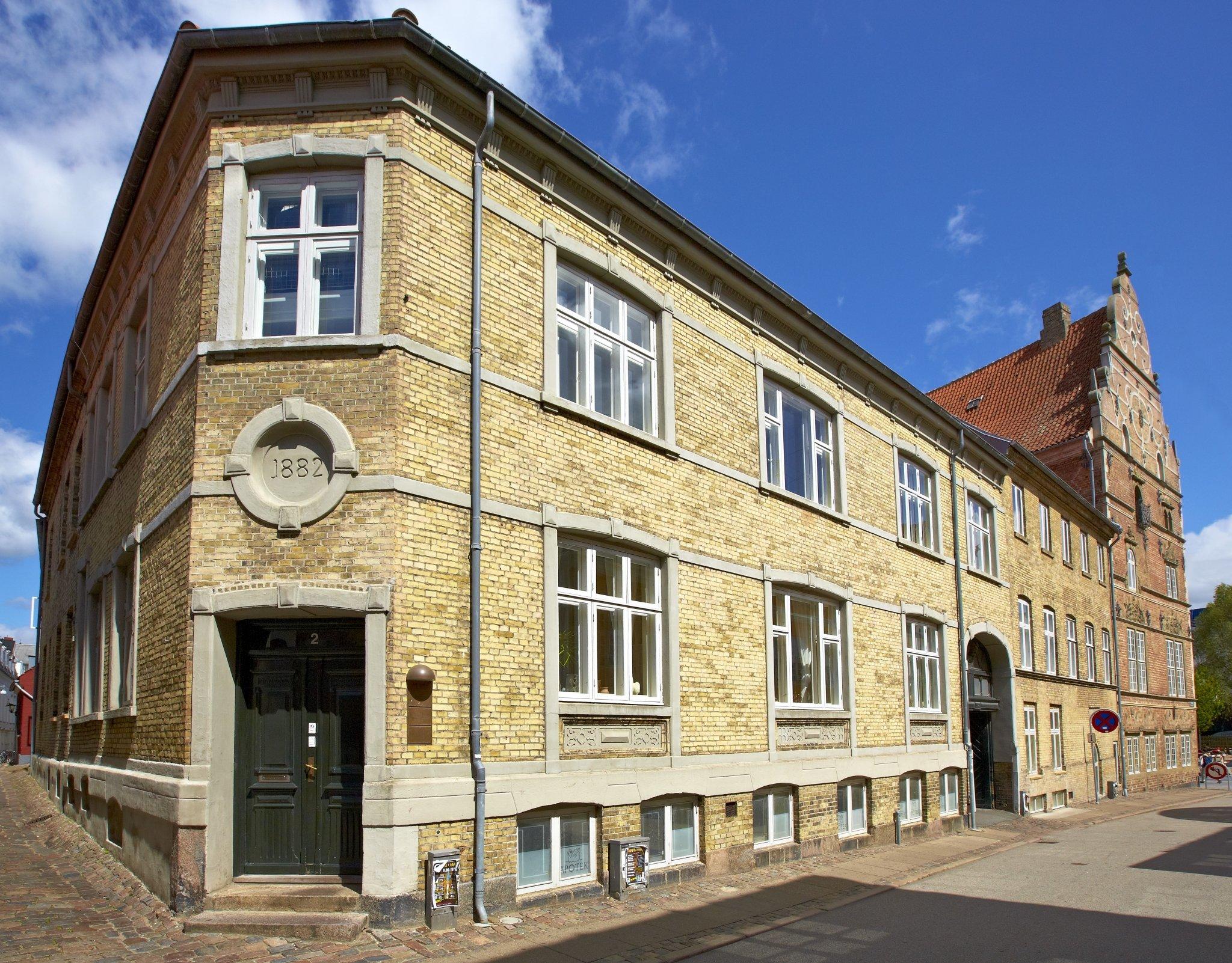 Dansk MisbrugsBehandling i Aalborg har adresse på Adelgade 2